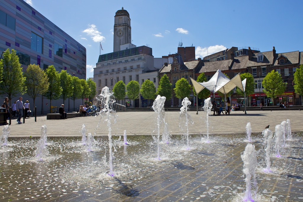 St Georges Sq Fountain Photo Gallery